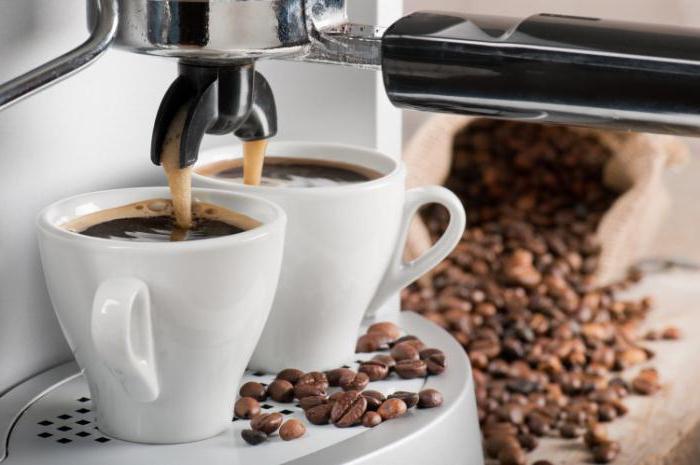 Заваривание кофе в машинке