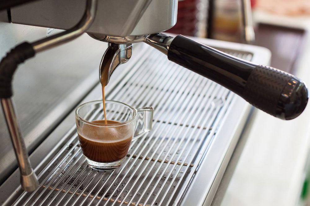 Жесткая вода - основная причина появления накипи в кофемашине