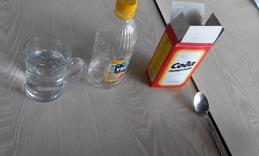 Чистка самовара с помощью соды и уксуса
