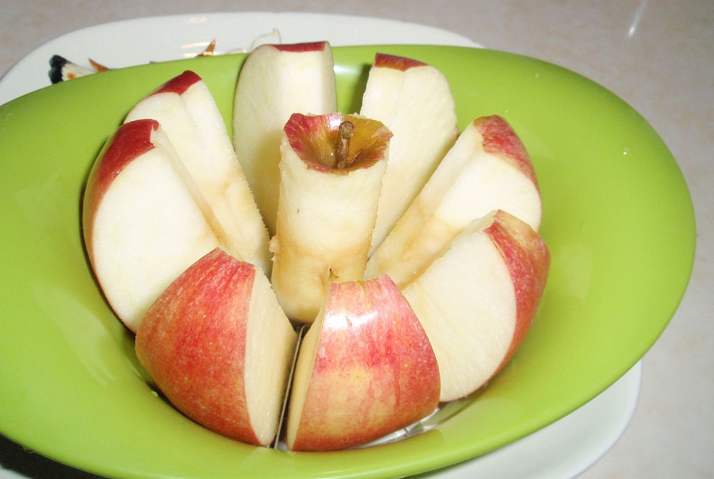 Прокипятить чайник с яблоками